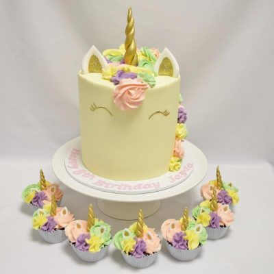 Unicorn and cupcakes